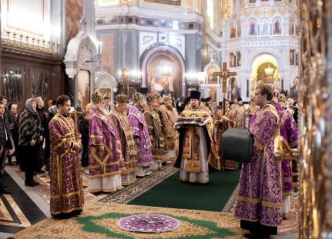 В монастыре Христа Спасителя началось Рождественское богослужение